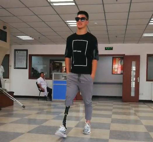 衣恋集善幸福同行项目假肢装配受助者—残奥运动员训练视频2
