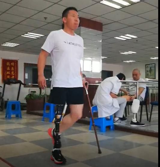 衣恋集善幸福同行项目假肢装配受助者—残奥运动员训练视频1